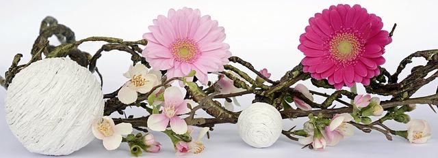 dekorace květin a dřeva